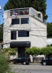 Seattle_Hostel_Old_Outside